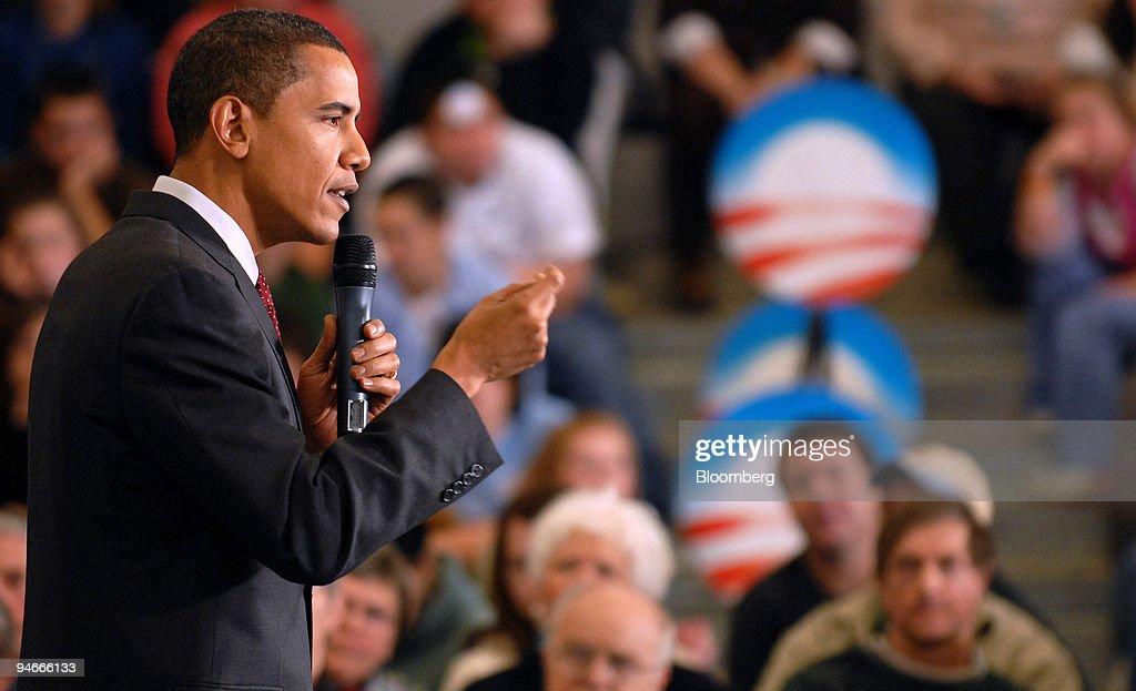 Senator Barack Obama, a Democrat from Illinois and 2008 U.S. : News Photo