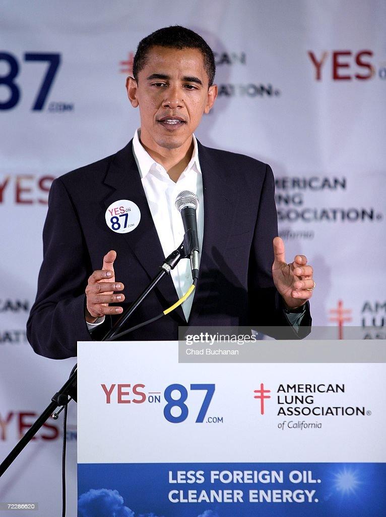 Senator Barack Obama and Ben Affleck Back California Proposition 87 : News Photo