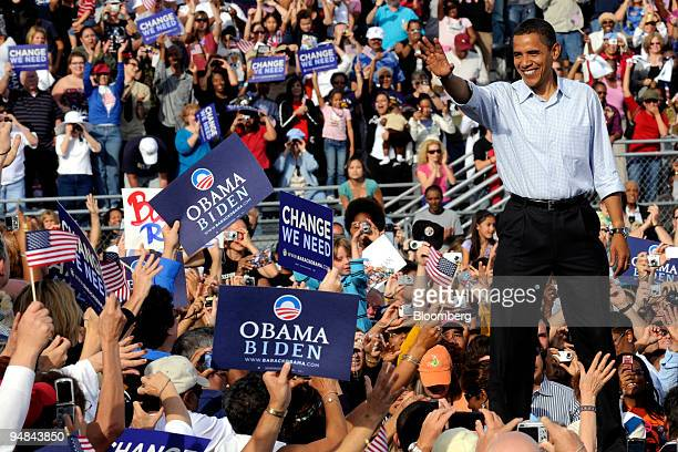 Senator Barack Obama of Illinois Democratic presidential candidate waves to supporters during a campaign rally in Henderson Nevada US on Saturday Nov...