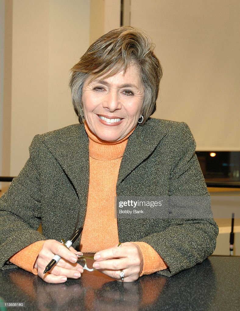 """Senator Barbara Boxer  Signs Her Book """"A Time to Run"""" at Barnes & Noble in New York City - December 9, 2005"""