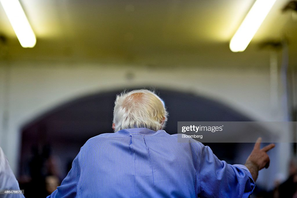 Democratic Presidential Candidate Bernie Sanders Attends The Muscatine Roundtable : News Photo
