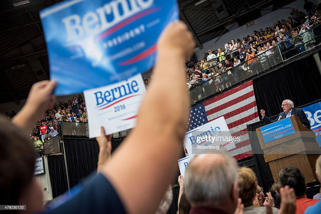 Democratic Presidential Candidate Bernie Sanders Campaign Rally : News Photo