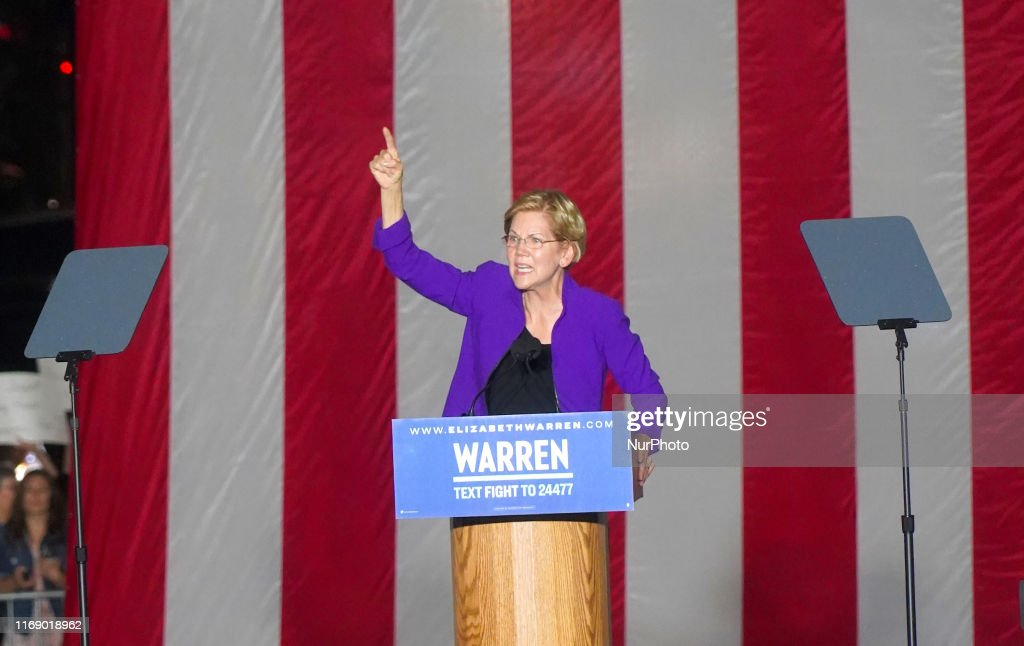 Elizabeth Warren In New York : News Photo