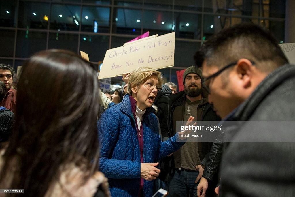 Protestors Rally At Boston's Logan Airport Against Muslim Immigration Ban : ニュース写真