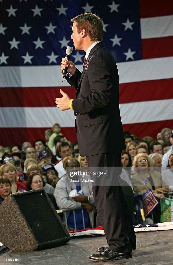 Senator John Edwards campaigns in Missouri