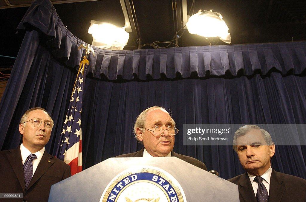 (left to right) Senator Ken Salaza : News Photo