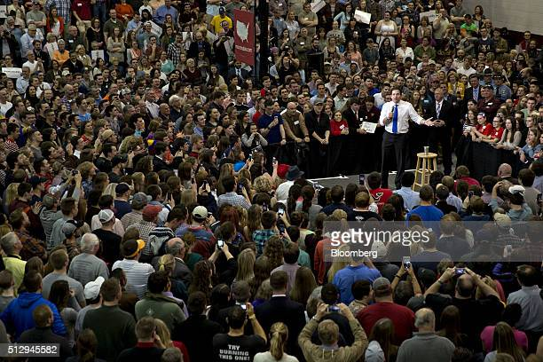 Senator Marco Rubio a Republican from Florida and 2016 presidential candidate right speaks during a campaign rally at Roanoke College in Salem...