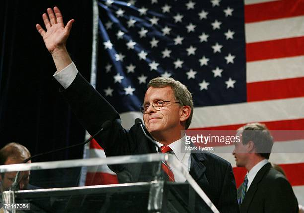 S Senator Mike DeWine waves to supporters during his concession speech following his loss to Democrat Sherrod Brown November 7 2006 at the Hyatt...