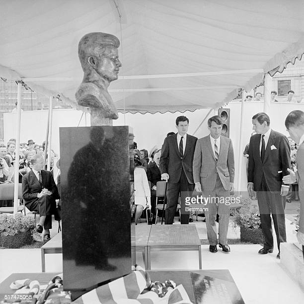 Senator Robert F Kennedy unveiled a bust of his brother the late President John F Kennedy in a final British tribute to the latter's memory The bust...