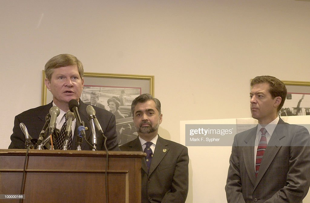Senator Tim Johnson (D-SD), along with Pakistan native Dr. Nasim Ashraf and Senator Sam Brownback (R-KS), spoke on Wednesday addressing the concern for treatment of South Asian and Middle Eastern-Americans, primarily of Pakitani descent, in America.