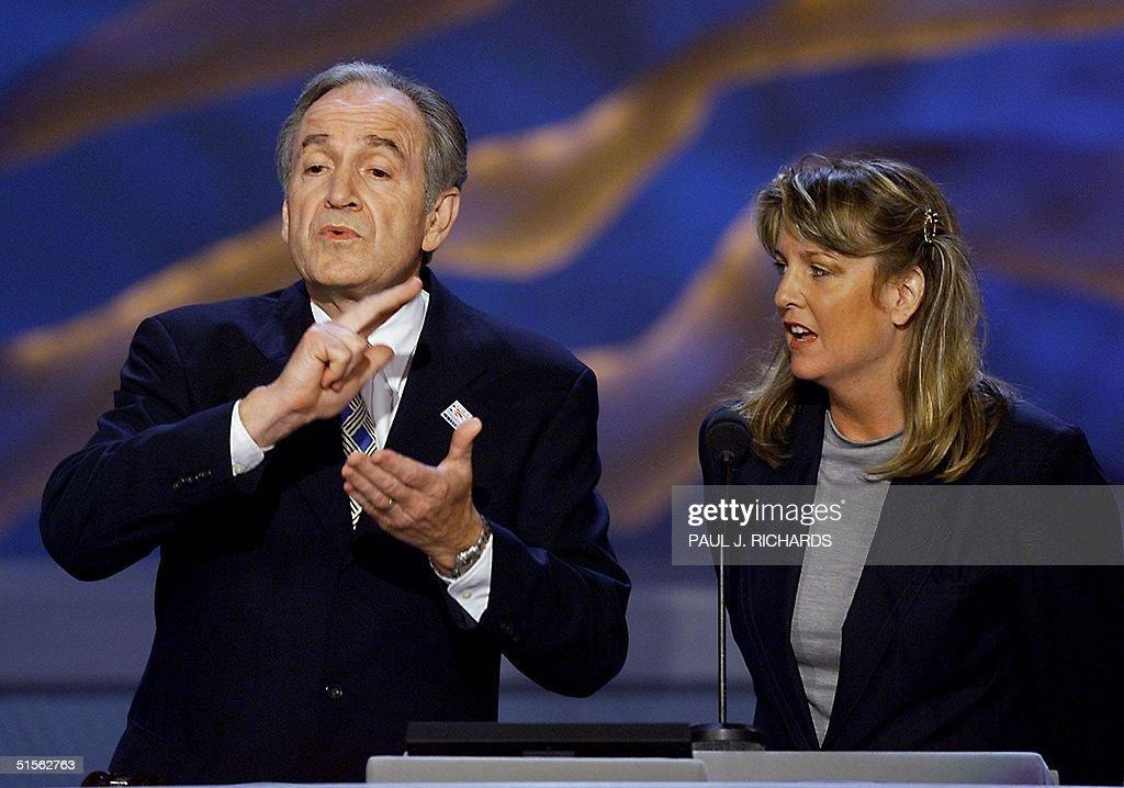 US Senator Tom Harkin of Iowa uses sign language w : News Photo