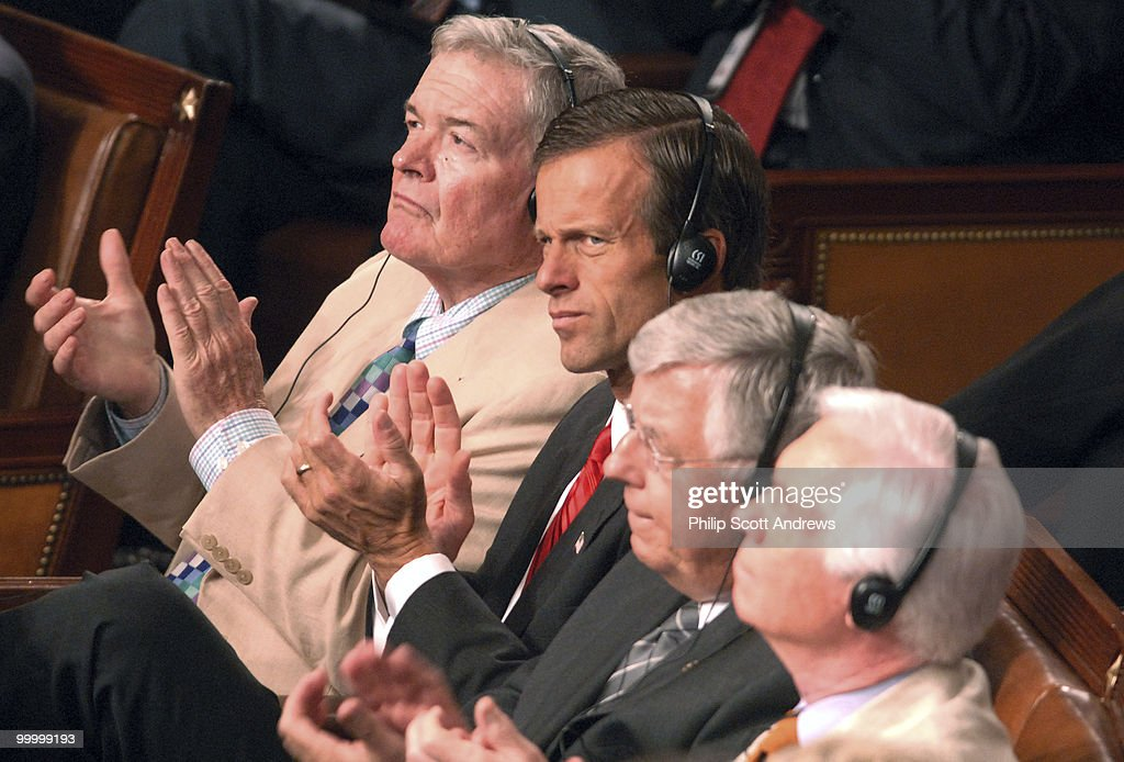 Senators Christopher S. 'Kit' Bond, R-Mo., John Thune, R-Sd, Mike Enzi, R-Wyo, and Thad Cochran, R-Miss applaud Nuri al-Maliki, Prime Minister of Iraq during a speech to a joint session of Congress.