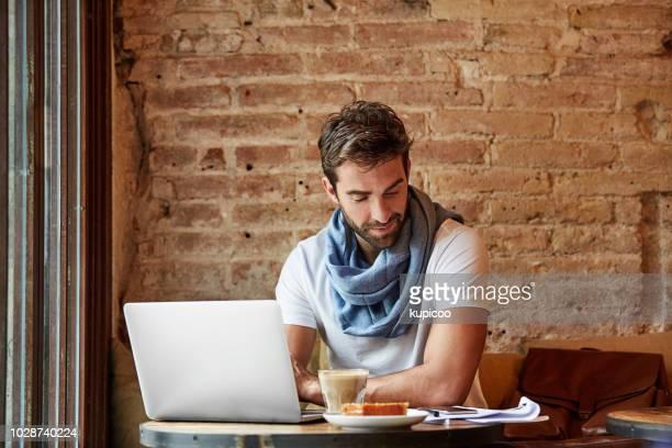 最寄りのカフェから彼の履歴書を送信