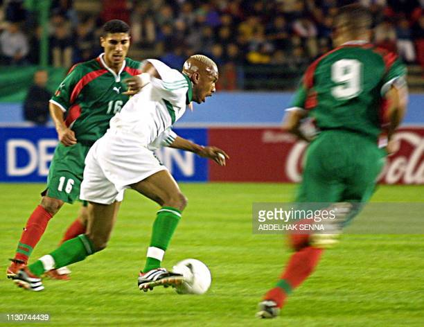 Senegal's Aliou Cisse vies with Moroccans Hadda Abdejalil and Safri Youssef in an African Group C World Cup2002 elimination match in Rabat 24...