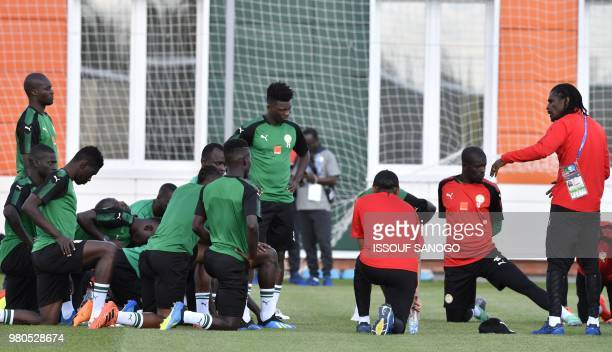 Senegal's coach Aliou Cisse speaks to players during a training session in Kaluga on June 21 2018 during the Russia 2018 World Cup football tournament