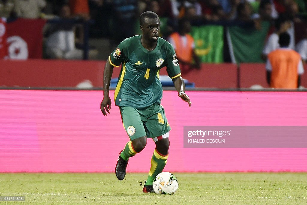 Senegal's defender Cheikh M'Bengue controls the ball during the 2017 Africa Cup of Nations group B football match between Tunisia and Senegal in Franceville on January 15, 2017. / AFP / KHALED