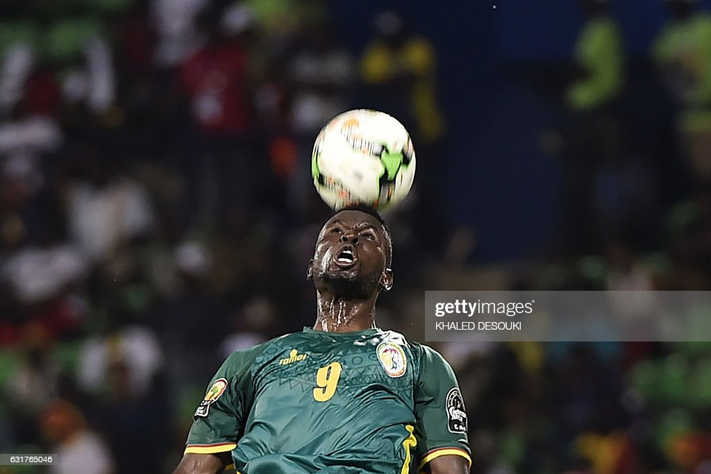 TOPSHOT - Senegal's forward Mame Biram Diouf heads the ball during the 2017 Africa Cup of Nations group B football match between Tunisia and Senegal in Franceville on January 15, 2017. / AFP / KHALED