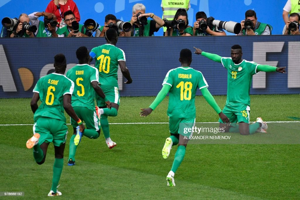 TOPSHOT - Senegal's forward Mbaye Niang (R) celebrates after scoring their second goal during the Russia 2018 World Cup Group H football match between Poland and Senegal at the Spartak Stadium in Moscow on June 19, 2018. (Photo by Alexander NEMENOV / AFP) / RESTRICTED