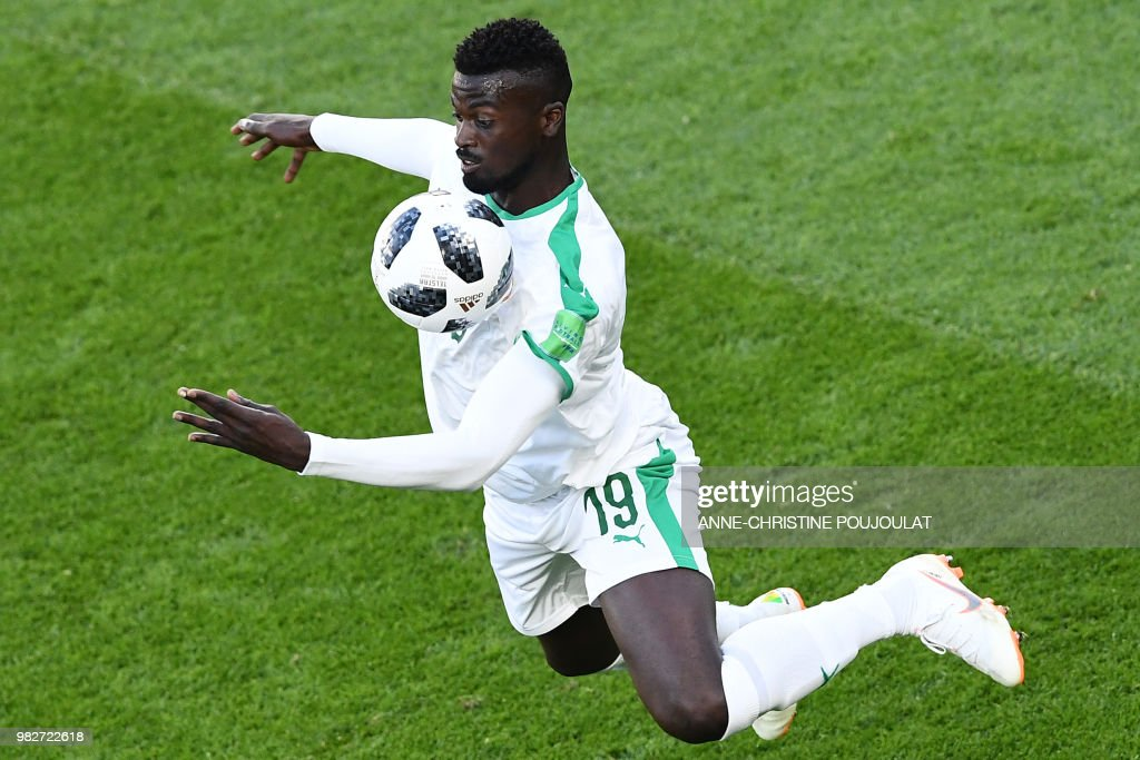 TOPSHOT - Senegal's forward Mbaye Niang controls the ball during the Russia 2018 World Cup Group H football match between Japan and Senegal at the Ekaterinburg Arena in Ekaterinburg on June 24, 2018. (Photo by Anne-Christine POUJOULAT / AFP) / RESTRICTED