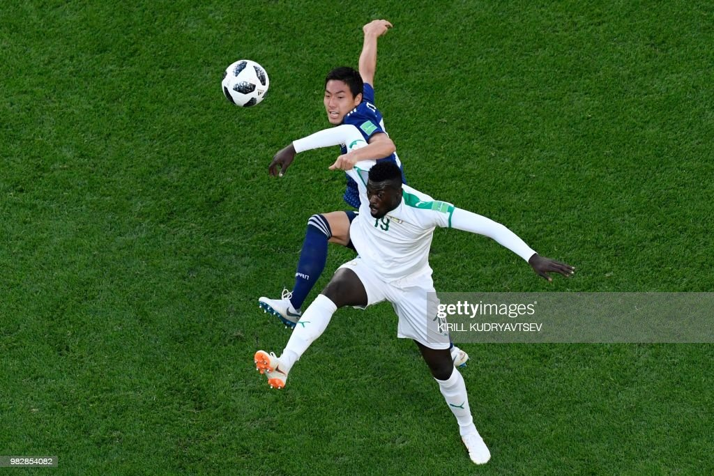 TOPSHOT - Senegal's forward Mbaye Niang (R) vies with Japan's defender Gen Shoji during the Russia 2018 World Cup Group H football match between Japan and Senegal at the Ekaterinburg Arena in Ekaterinburg on June 24, 2018. (Photo by Kirill KUDRYAVTSEV / AFP) / RESTRICTED