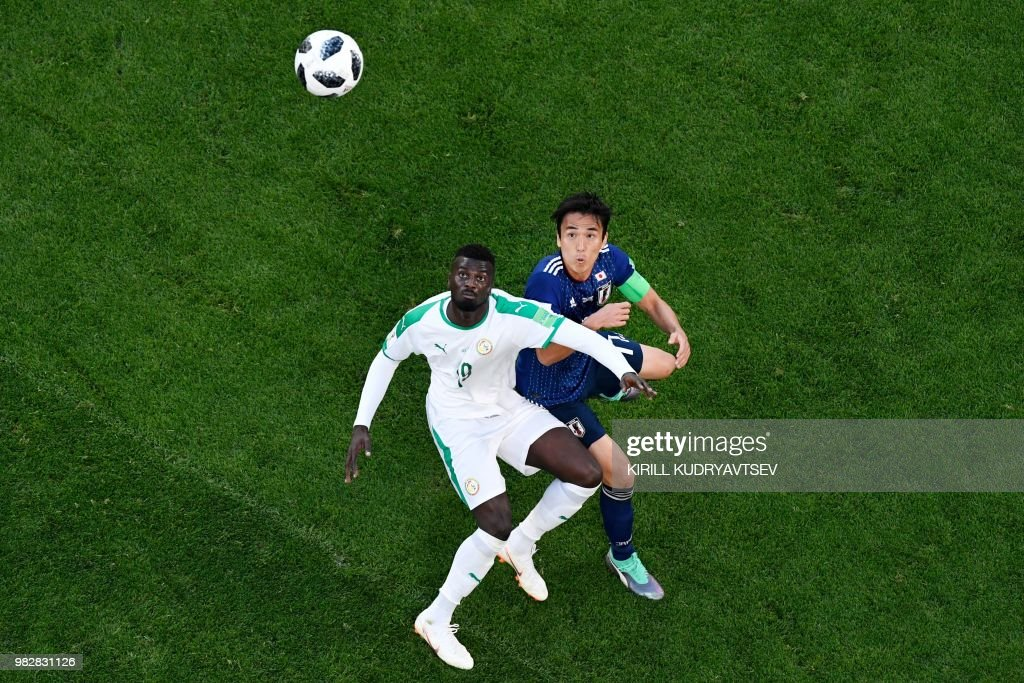 Senegal's forward Mbaye Niang (L) vies with Japan's midfielder Makoto Hasebe during the Russia 2018 World Cup Group H football match between Japan and Senegal at the Ekaterinburg Arena in Ekaterinburg on June 24, 2018. (Photo by Kirill KUDRYAVTSEV / AFP) / RESTRICTED