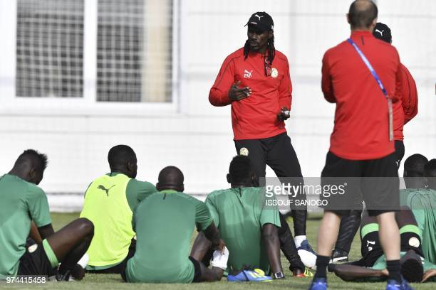 Senegal's national football team head coach Aliou Cisse talks to players during a training session on June 14 2018 in Kaluga during the Russia 2018...