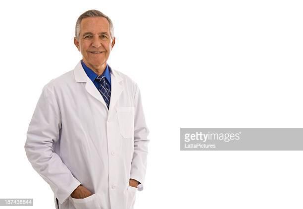 Senior Erwachsener Mann mit Laborkittel Hände in den Taschen
