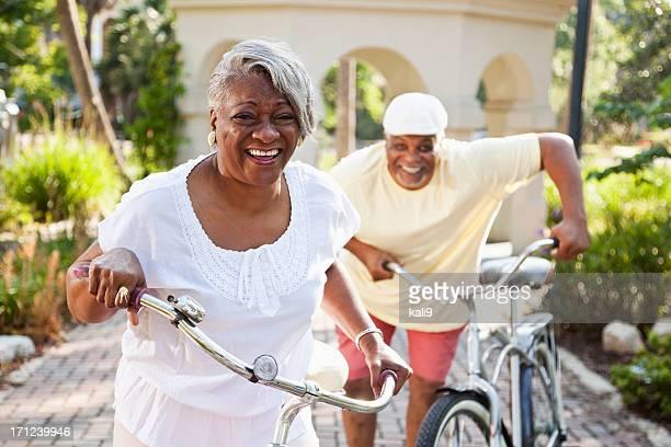 Sénior Casal Equitação bicicletas-americano