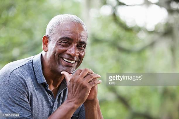 Senior homme afro-américain
