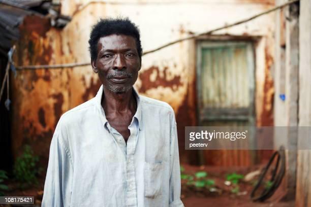 senior hombre africano - áfrica del oeste fotografías e imágenes de stock