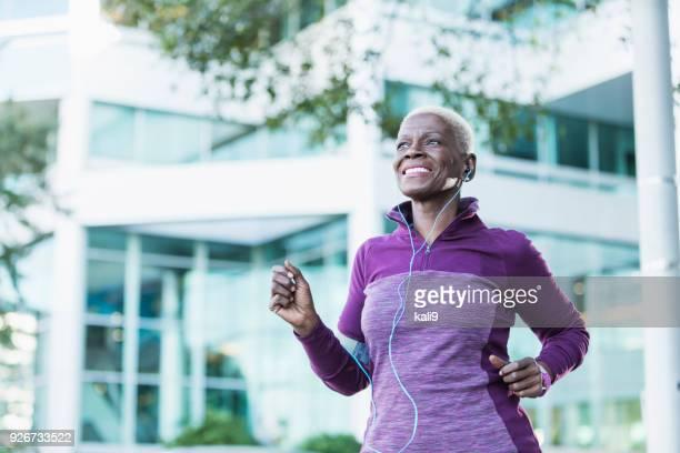 senior african-american woman exercising outdoors - african american ethnicity imagens e fotografias de stock