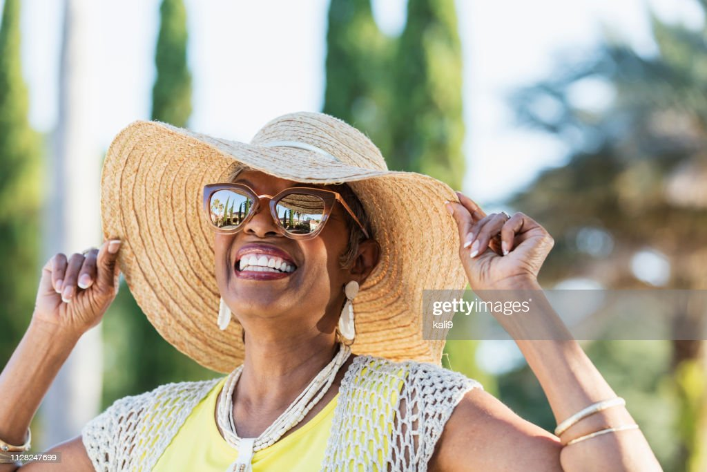 Senior African-American woman wearing sunglasses : Stock Photo