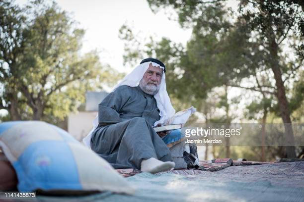 senior arab man sitting in nature - ヨルダン ストックフォトと画像