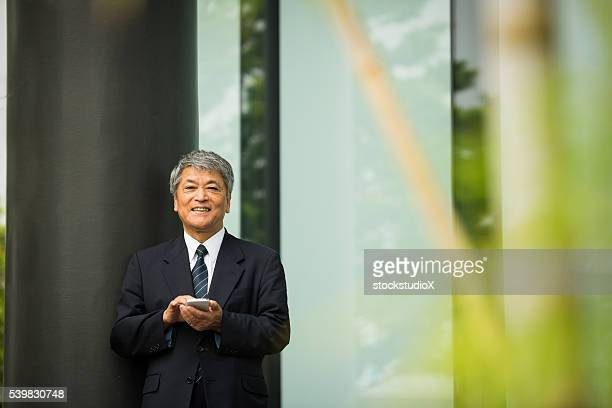 アジアの老人ビジネスエグゼクティブ