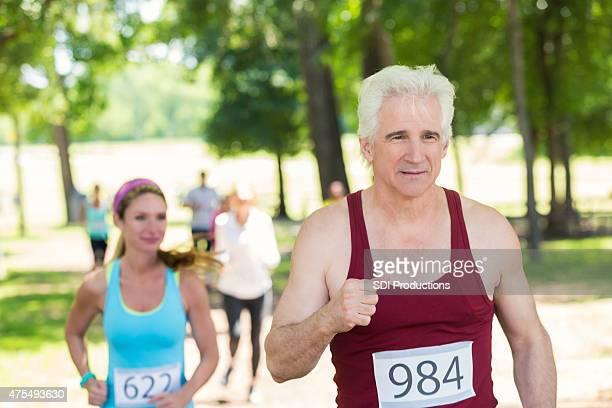 Senior Sport Mann läuft in der marathon