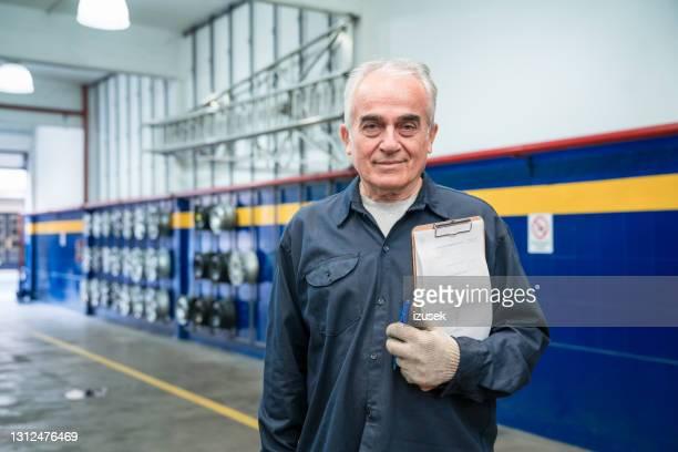 senior auto mechanic at work - izusek stock pictures, royalty-free photos & images