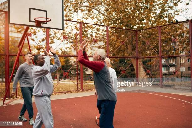 senior basket - maniche lunghe foto e immagini stock