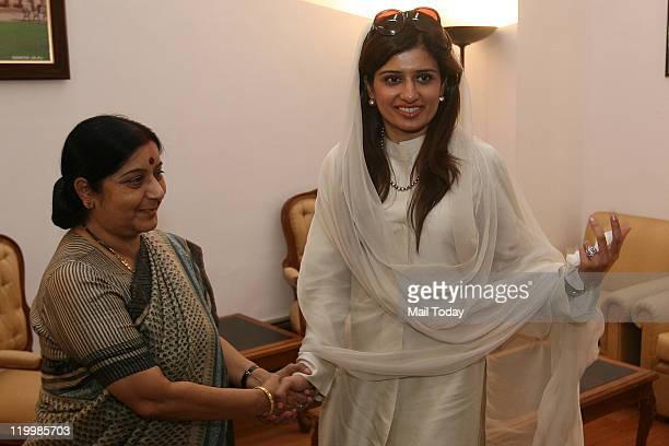 Senior BJP leader Sushma Swaraj with Pakistan's External Affairs Minister Hina Rabbani Khar during a meeting in New Delhi on Wednesday