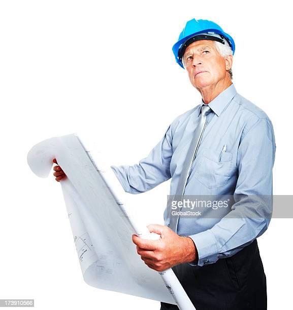 Senior business Mann hält blue print Wegsehen