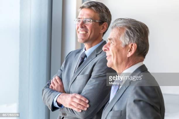 Senior Business Partner glücklich Ausblick und Prognose