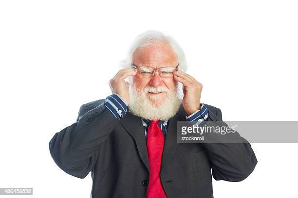 Senior Homme d'affaires ayant des maux de tête sévère