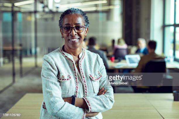 senior businesswoman - african ethnicity stock pictures, royalty-free photos & images