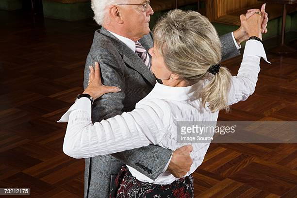 senior couple dancing - balzaal stockfoto's en -beelden