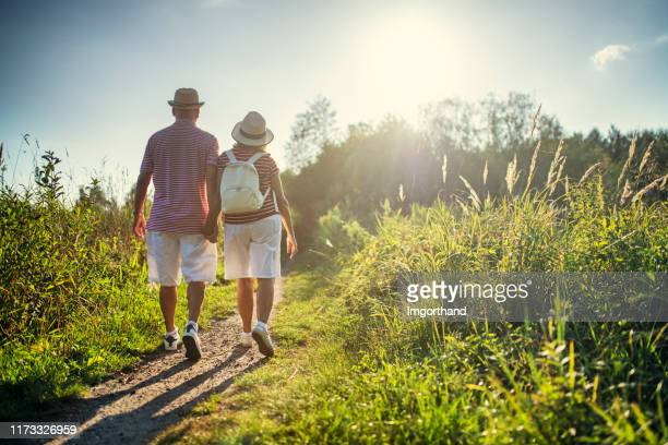 senior couple enjoying hiking in nature - estilo de vida ativo imagens e fotografias de stock