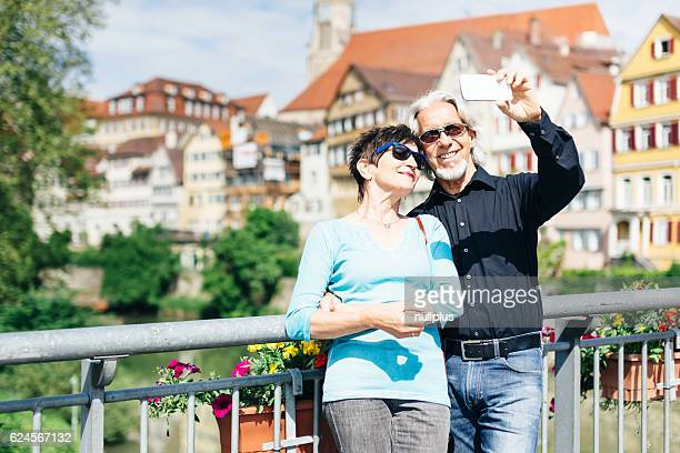 Seniorenpaar Genießen Sie Ihre Reise in Tübingen, Deutschland