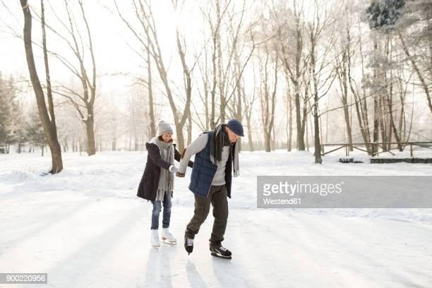 senior couple ice skating - schaats ijs stockfoto's en -beelden
