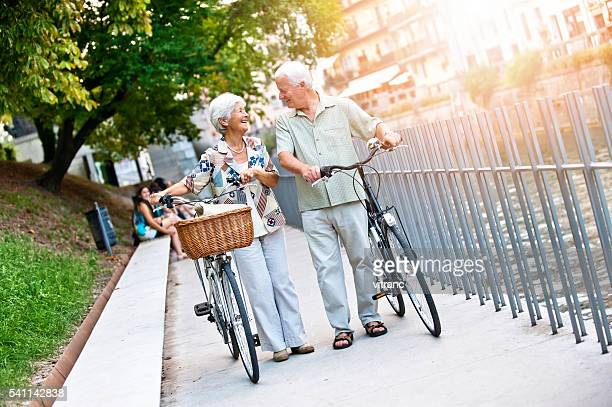Seniorenpaar im einer Stadt Ljubljana