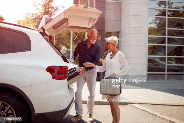 äldre par i hotel - bagage bildbanksfoton och bilder