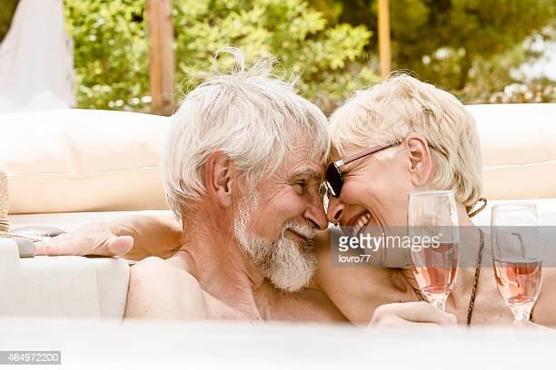 Senior Couple dans un Jacuzzi#174 \;;