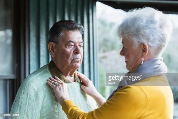 Älteres Paar, Mann mit traurigen Ausdruck